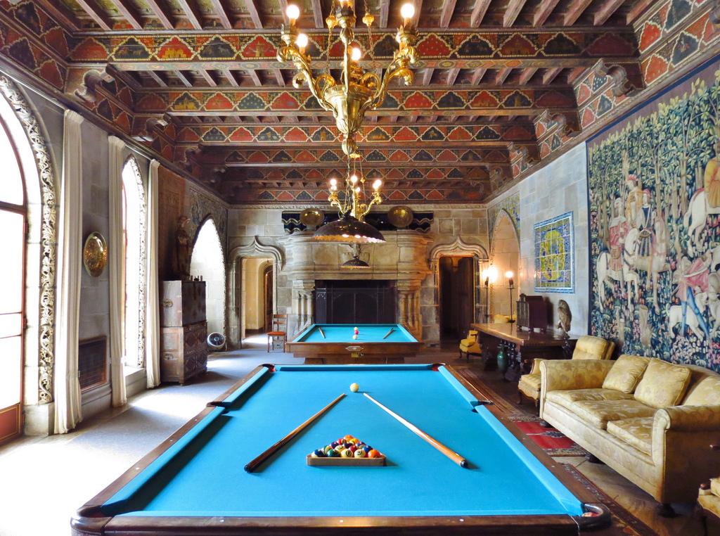 billiards_room